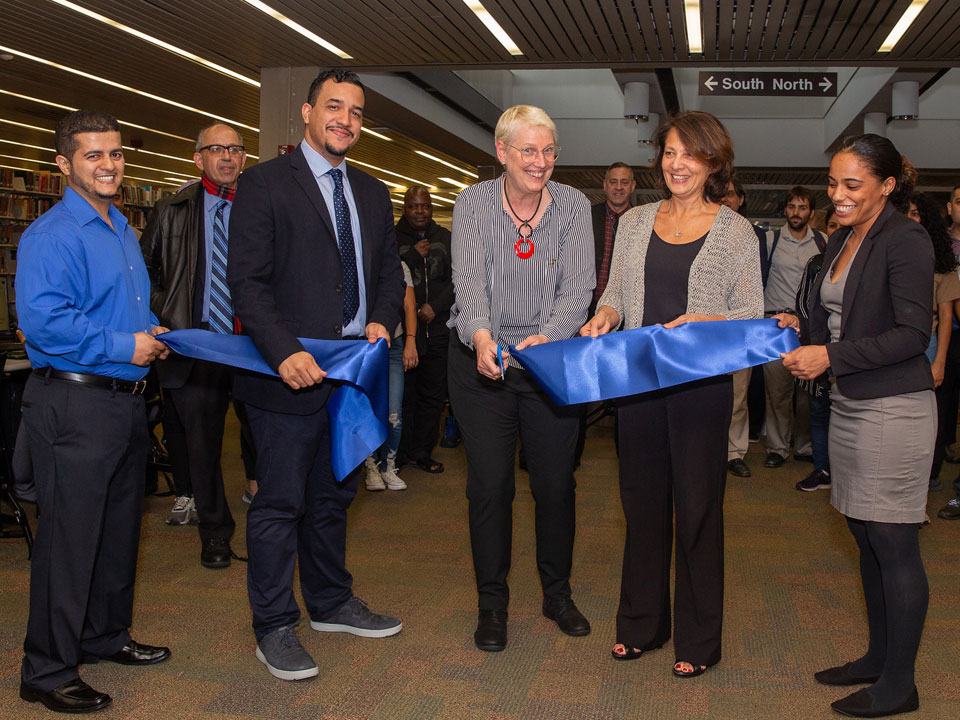 Photo of ribbon cutting ceremony for new Bloomberg Terminal at Lehman College